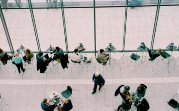 Αύξηση στην εργασιακή ευελιξία αναμένει το 55% των εργαζόμενων