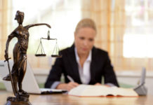 Δικηγόρος νέα ψάχνει το μέλλον που της στέρησαν