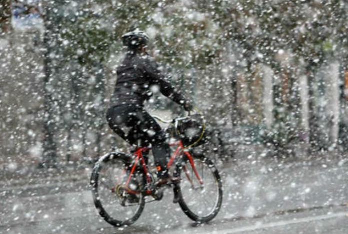 ΕΜΥ: Χριστουγεννιάτικος καιρός με χιονοπτώσεις και καιταιγίδες